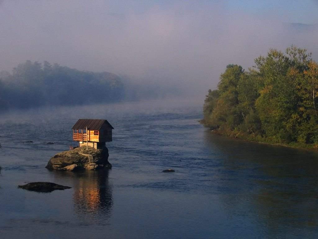 Дом на реке Дрине, Сербия.