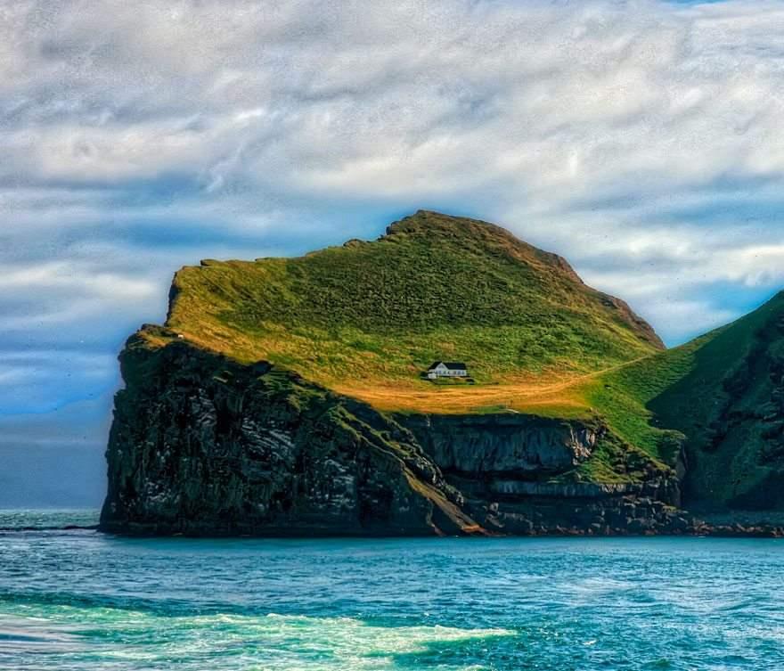Домик на краю света, Исландия