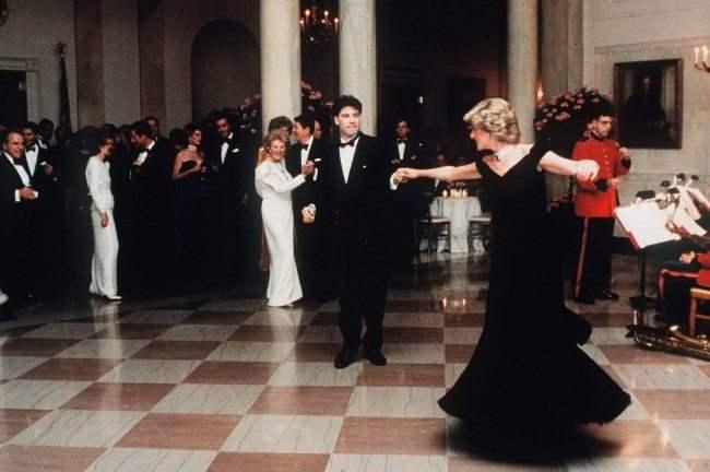 Принцесса Диана и Джон Траволта танцуют в Белом доме, 1985 год.
