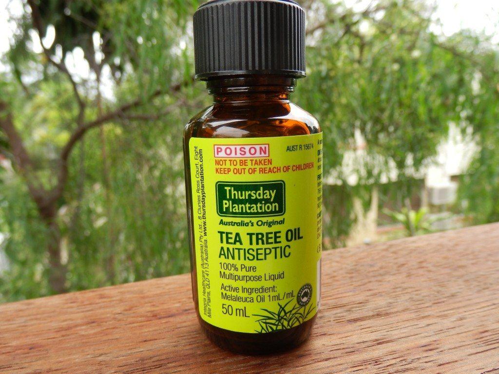 10 причин всегда держать в аптечке баночку с маслом чайного дерева.
