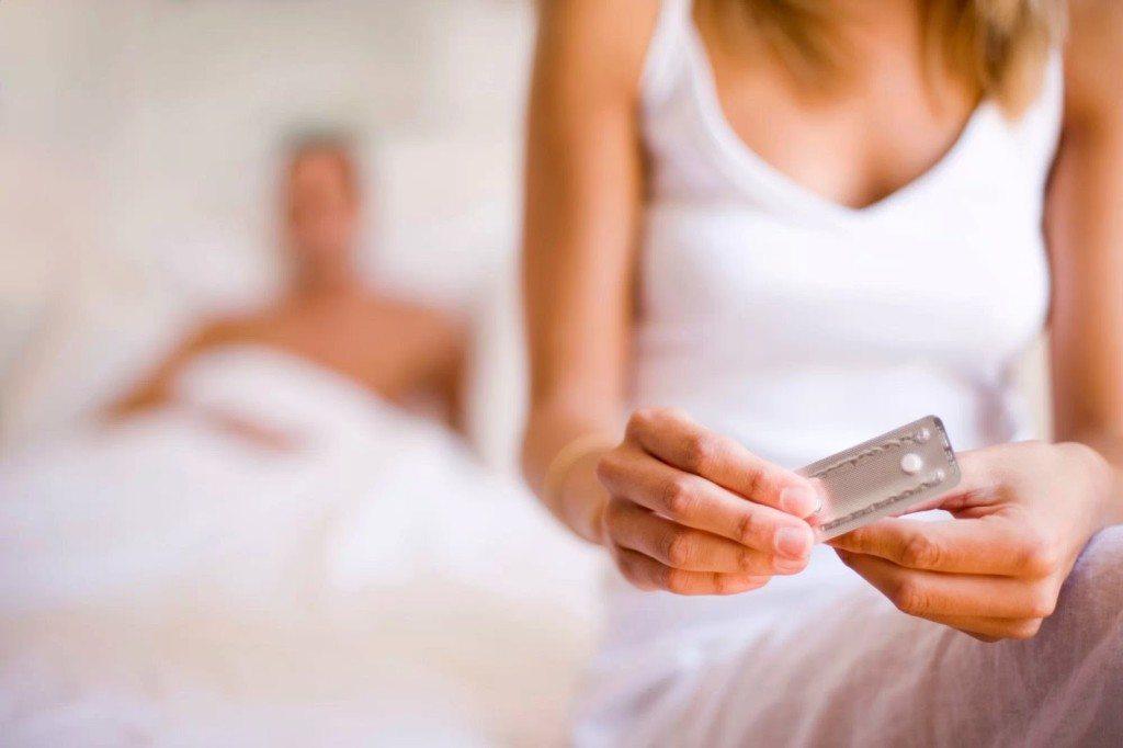 penggunaan-alat-kontrasepsi-seperti-pil-kb-dan-suntik-dapat-menyebabkan-siklus-menstruasi-menjadi-tidak-teratur-dan-terlambat-datang-bulan