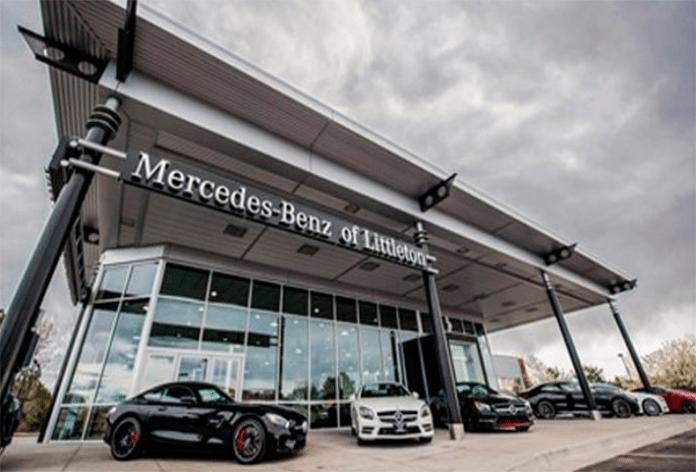 Пожилая пара вернулась в дилерский центр Mercedes за автомобилем. Но там они узнают это!
