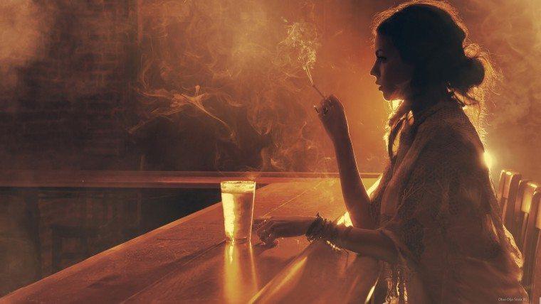Расстроенная богатая женщина пришла к психологу в поисках счастья...