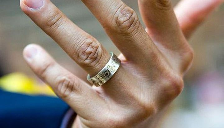 Решил я жене кольцо купить