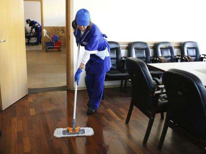 В офисе никто не стеснялся в выражениях, кроме уборщицы. И вот что произошло