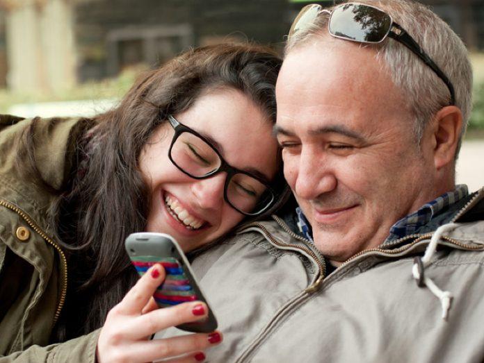Сердце отца-одиночки разбилось, когда дочь-подросток сказала, что она беременна.
