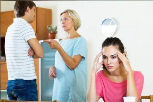 С первых дней тёща считала, что я женился из-за квартиры. Её реакция на то, что у меня есть деньги, просто убила
