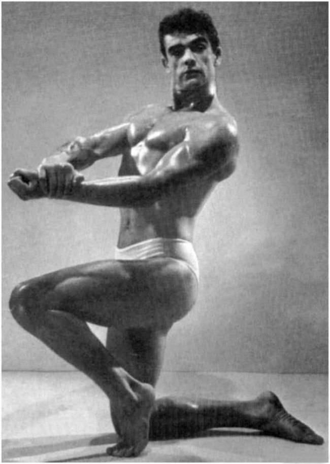 Культурист Шон Коннери. Фотография сделана на конкурсе бодибилдеров в 1953 году.