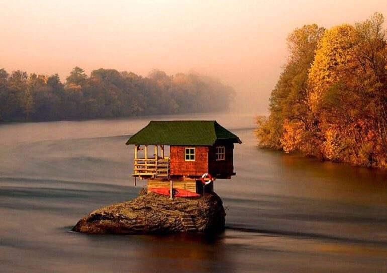 Самые уютные домики, в которых можно  спрятаться от всего мира