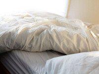 Вот почему мы не рекомендуем заправлять кровать по утрам!