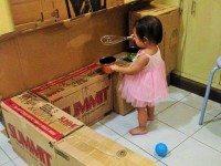 Когда дочка начала играть с пустыми коробками, маме вдруг в голову пришла гениальная идея...