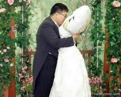 Пять человек, которые заключили брак с неодушевленными предметами