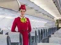 Так вот почему стюардесса держит руки за спиной! Оказывается, всё просто!