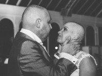 Во время свадебной церемонии невеста побрилась налысо. Причина этого растрогает тебя до слёз...