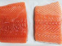 В лососе, выращенном на фермах, антибиотики и ртуть. Вот как определить, что ваш лосось безопасный.
