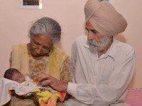 НЕВЕРОЯТНО! В Индии женщина родила первого ребенка в 72-летнем возрасте.