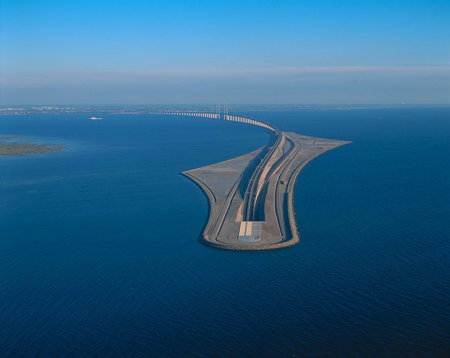 Этот удивительный мост переходит в подводный тоннель, соединяя Данию и Швецию