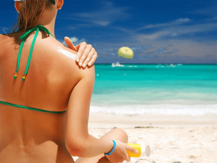 Ученые: глупо мазать себя солнцезащитным кремом!