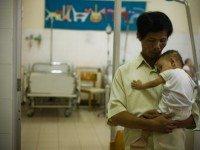 Вьетнамец 15 лет хоронил детей из клиники абортов и спас более 100 малышей