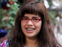 Над этой актрисой-дурнушкой смеялся весь мир. Ты не поверишь, КАК она выглядит сейчас!
