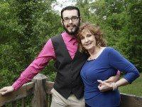 Они познакомились на похоронах ее сына и поженились через три недели. Hе поверишь, сколько им лет!