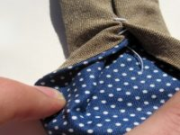 Если ты увидишь такую нитку на галстуке, не спеши ее срезать! Очень важная деталь.