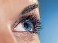 Правильный уход за кожей вокруг глаз: 5 простых правил