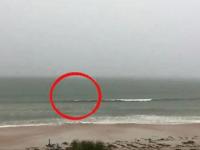 Они просто снимали штормовое море. То, что случилось позже, лишило людей дара речи!