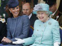 9 странных привилегий королевы Великобритании