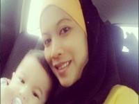 Это одно из последних фото малазийки Суханы Мохамад. Спустя пару дней  ее крошка дочка и сын осиротели. Причиной смерти стал Айфон.