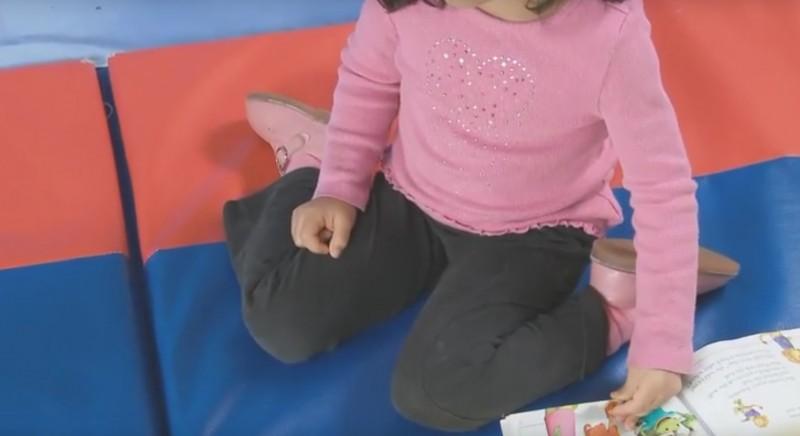 Если твой ребенок сидит так, останови его! И вот почему