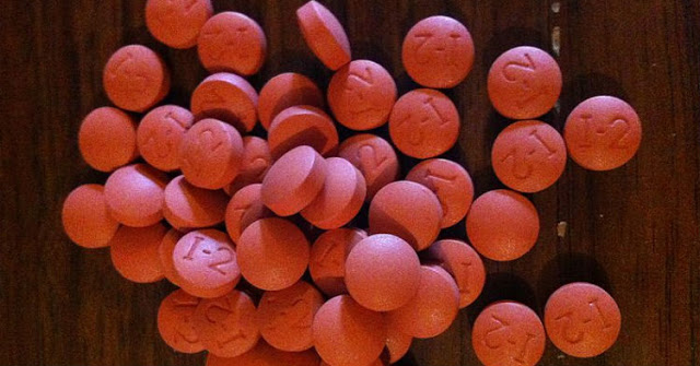 Врачи предупреждают: Любой, старше 40 лет, должен прекратить прием ибупрофена. Немедленно. Вот почему!