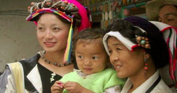 Вот почему жители этой деревни не стареют! Секрет долголетия и красоты раскрыт.