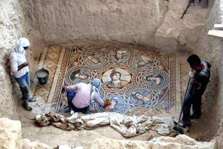 Археологи обнаружили греческие мозаики, которым 2 тысячи лет. С ними ничто не сравнится…