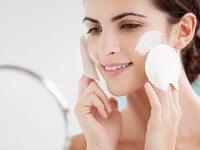 Жирная кожа лица: причины и лечение