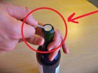 Как открыть бутылку вина без помощи штопора: трюк, который спас не одно застолье!