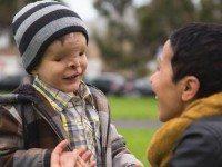 Мальчик, рожденный без лица, покинул страну на два года. Когда он вернулся, родные не поверили своим глазам