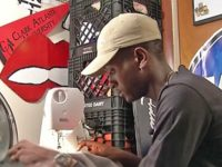 Чтобы не стать бездомным, парень начал шить выпускные платья. Сегодня его работы нарасхват!