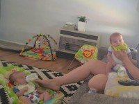 Этот снимок получил в Сети небывалую популярность. Взгляни на правую ногу женщины, и поймешь почему!