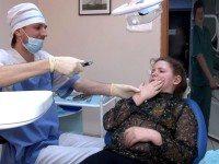 Сидит один мужик в кабинете у своего товарища-стоматолога.
