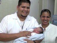 Мужчина удочерил брошенную новорожденную малышку, которую нашел в парке