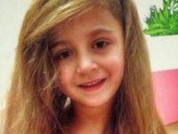 Люди просто не верят, когда видят, что под футболкой у этой маленькой девочки из России. Она не должна была выжить