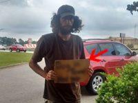 Женщина хотела проехать мимо бездомного, но, увидев, что написано на куске картона, она ударила по тормозам