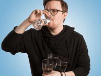 Я пил по 3 литра воды в день месяц подряд. И вот что из этого вышло!