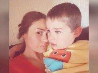 Многие считают отвратительным то, что она делает с 4-летним сыном. Но мама уверена, что это нормально.