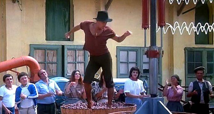 Зажигательный танец строптивого Адриано Челентано на винограде. Обожаю эти кадры!