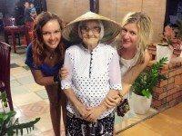 89-летняя бабуля из России путешествует по миру на свою пенсию