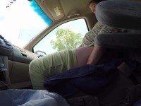 Незнакомка помогла малышу родиться в машине. Посмотри, что произошло, когда она перевернула ребенка…