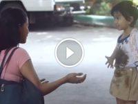 Мама хотела отругать дочь за грязную одежду. Но увидев ЭТО, она не смогла сдержать слез…