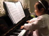 Технике этой 5-летней малышки позавидуют многие. Она — настоящий гений!